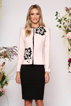 Tented elegant lightpink jacket thick fabric with long sleeve and pearls