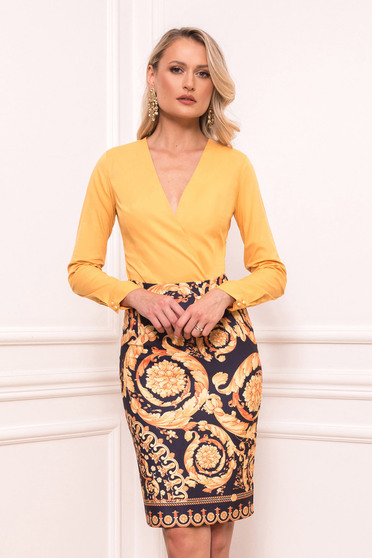 Gold skirt elegant short cut pencil with graphic details without clothing back slit from elastic fabric