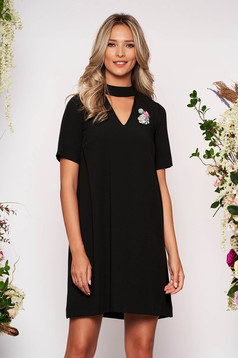 StarShinerS black dress elegant short cut flared cut-out bust design accessorized with breastpin