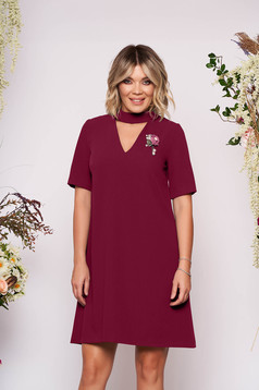 StarShinerS burgundy dress elegant short cut flared cut-out bust design accessorized with breastpin