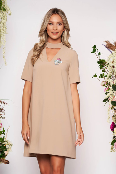 StarShinerS cappuccino dress elegant short cut flared cut-out bust design accessorized with breastpin