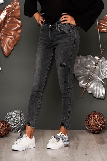 Darkgrey jeans casual medium waist small rupture of material with front and back pockets long skinny jeans