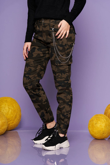 Darkgreen trousers casual cotton camouflage metallic chain accessory medium waist
