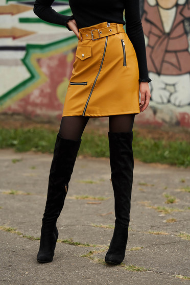 Mustard skirt casual short cut from ecological leather with faux pockets faux leather belt