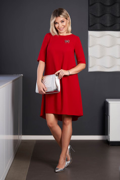 StarShinerS red dress elegant midi asymmetrical cloth short sleeves accessorized with breastpin with rounded cleavage