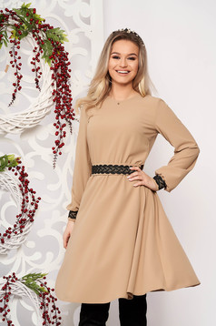 StarShinerS cappuccino elegant cloche dress from non elastic fabric accessorized with tied waistband with embroidery details