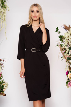 Black dress office midi straight cloth with 3/4 sleeves accessorized with belt