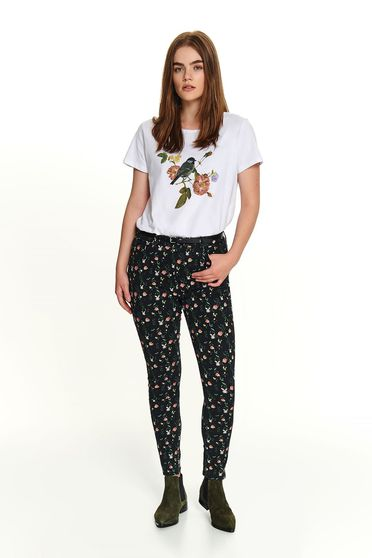 Casual short cut cotton white t-shirt with short sleeves and floral print