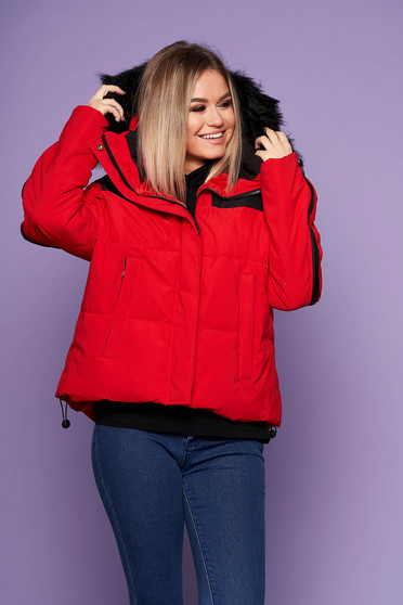 Red oversized casual jacket with easy cut with undetachable hood with faux fur details
