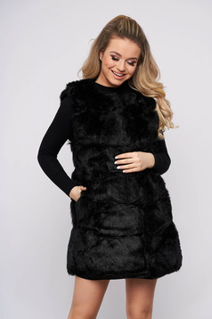 Gilet with easy cut from ecological fur with inside lining black with pockets