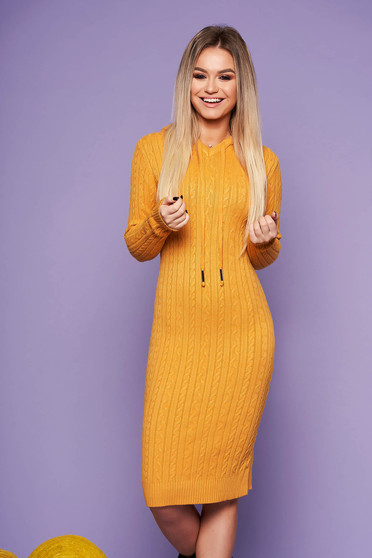 Mustard daily dress with tented cut knitted fabric long sleeved