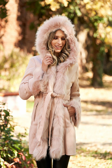 Lightpink jacket from velvet fabric with faux fur lining arched cut accessorized with tied waistband