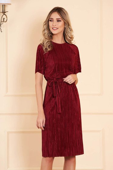 Dress StarShinerS burgundy with 3/4 sleeves from velvet accessorized with tied waistband midi straight