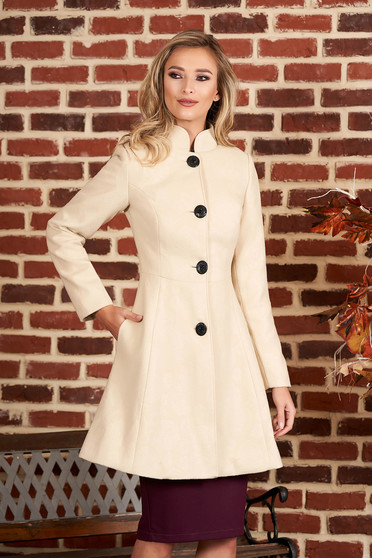 Cream elegant coat from non elastic fabric with inside lining cloche