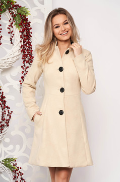 Cream elegant coat from non elastic fabric with inside lining cloche