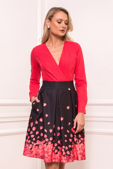 Coral office body with tented cut with v-neckline slightly elastic cotton