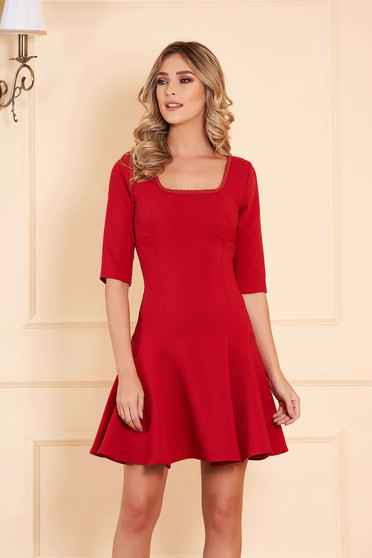 Dress red occasional flaring cut short cut slightly elastic fabric with 3/4 sleeves