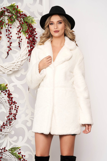 Fur ivory with pockets long sleeved with button accessories