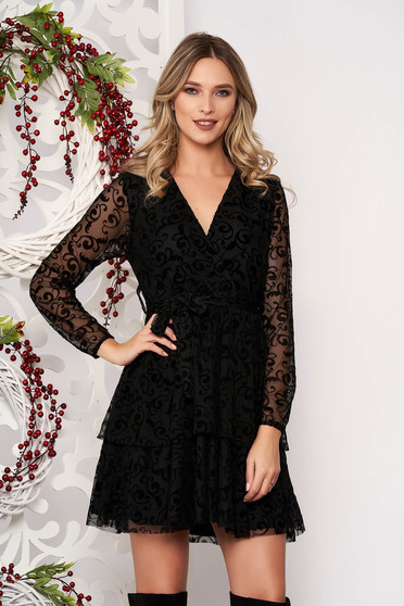 Dress black cloche with geometrical print accessorized with tied waistband with v-neckline long sleeved short cut