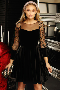 Dress black with pearls with puffed sleeves flaring cut from velvet