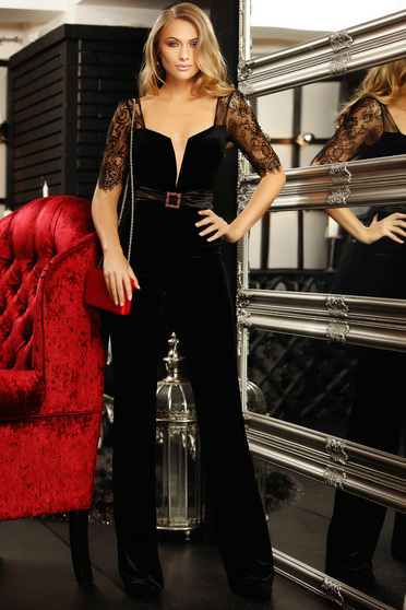 Jumpsuit black buckle accessory accessorized with a waistband with v-neckline from velvet with laced sleeves flared 3/4 sleeve