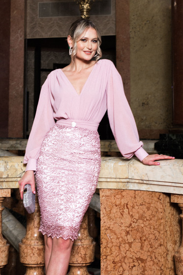 Dress lightpink occasional with v-neckline arched cut long sleeved voile fabric with lace details