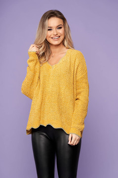 Mustard sweater casual short cut with v-neckline flared knitted