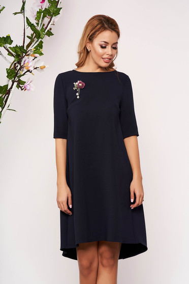 StarShinerS darkblue dress elegant asymmetrical with easy cut with 3/4 sleeves accessorized with breastpin cloth