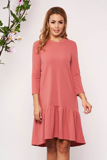StarShinerS pink daily dress with easy cut with 3/4 sleeves with ruffles at the buttom of the dress without clothing