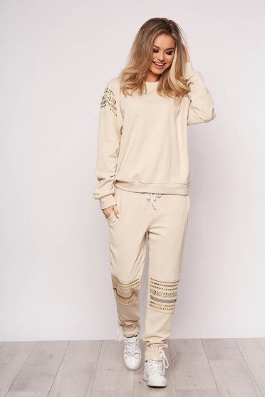 Cream sport 2 pieces cotton with metallic spikes with easy cut