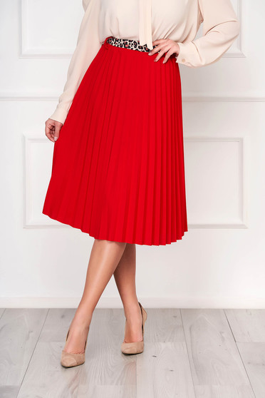 Red skirt cloche midi casual accessorized with belt pleats of material