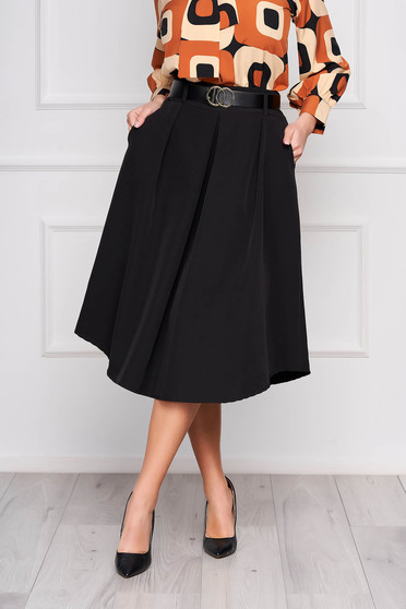 Black skirt cloche midi office accessorized with belt with pockets pleats of material
