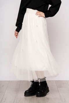 White skirt casual midi from tulle high waisted with pearls
