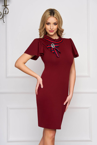 Dress burgundy accessorized with breastpin short sleeve pencil short cut cloth elegant