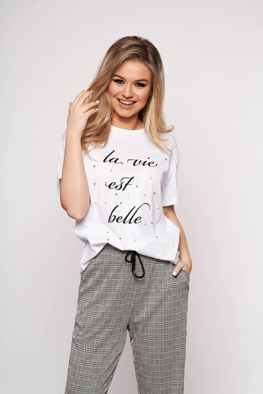 White t-shirt casual with pearls with writing print short sleeves