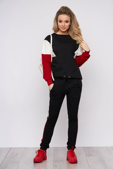Red sport 2 pieces from two pieces cotton with laced details pants fastened with a cord