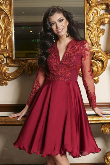 Red dress lace and sequins details with v-neckline occasional cloche short cut